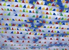 trekantiga färgglada dekorativa flaggor Royaltyfria Bilder