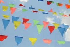trekantiga färgrika flaggor Fotografering för Bildbyråer