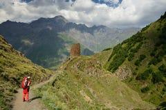 Treking para o pico de Kazbek nas montanhas do Cáucaso Fotos de Stock Royalty Free