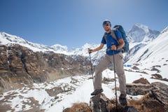 Trekker auf dem Weg zu niedrigem Lager Annapurna, Nepal Stockbild