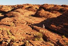 Trekker che fa un'escursione fra le cupole dell'alveare Fotografie Stock