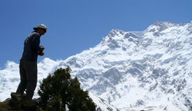 Trekker In Front Of Nanga Parbat Royalty Free Stock Photography