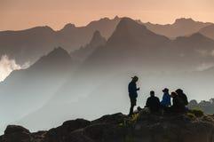 Trekkers en la meseta de Shira, Kilimanjaro Foto de archivo