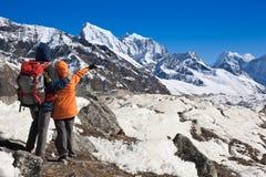 Trekkers i Himalayas Arkivfoton