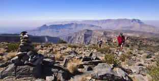 Trekkers na rota da aproximação aos logros de Jabal imagem de stock