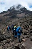 Trekkers su Kilimanjaro Immagini Stock