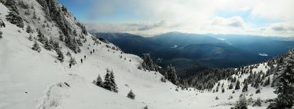Trekkers sur la montagne image libre de droits