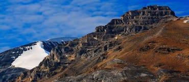 Trekking в горах Альберты скалистых стоковая фотография rf