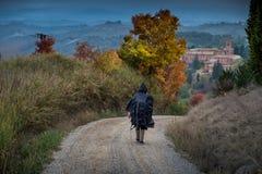Trekking automnal dans la province de Sienne, de Buonconvento à Photo libre de droits