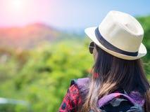Trekking, camping et concept s'élevant de voyage photo stock