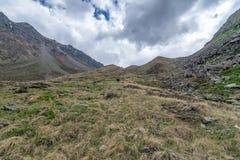 Trekking in Chitkul - Landschap van Sangla-Vallei, Himachal Pradesh, India/Kinnaur-Vallei stock foto