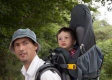 Trekking con un bambino Fotografie Stock