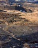 Trekking d'homme d'aventure loin Image libre de droits