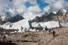 Trekking dans la chaîne de montagne de Karakoram, Pakistan Photos stock