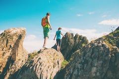 Trekking dans les montagnes Photos stock