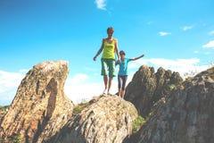 Trekking dans les montagnes Image libre de droits