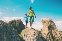 Trekking dans les montagnes Photo stock