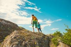 Trekking dans les montagnes Image stock