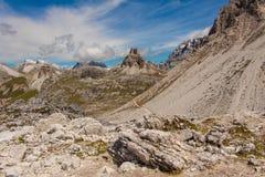 Trekking in de Italiaanse Alpen rond de Drie Pieken Royalty-vrije Stock Foto