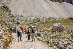 Trekking in de Italiaanse Alpen rond de Drie Pieken Stock Fotografie