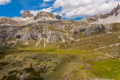 Trekking in de Italiaanse Alpen rond de Drie Pieken Royalty-vrije Stock Fotografie