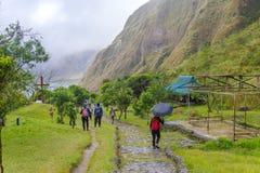 Trekking del lago crater di Pinatubo della montagna Fotografia Stock Libera da Diritti