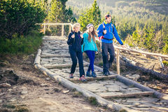 Trekking in den Bergen Lizenzfreie Stockbilder