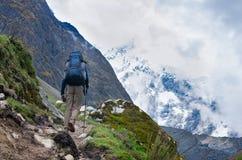 Trekking in den Bergen, Peru, lizenzfreie stockfotos