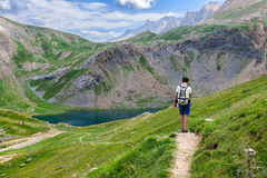 Trekking in den spanischen Pyrenäen lizenzfreies stockfoto