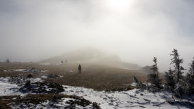Trekking door de mist Royalty-vrije Stock Fotografie