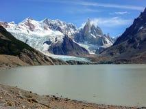 Trekking em Torres del Paine, parque nacional um marco famoso do Patagonia do Chile foto de stock