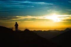 Trekking en silhouette Images stock