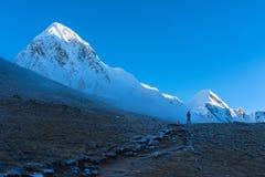 Trekking Everest niedrigen Lager-EBC in Nepal stockbilder