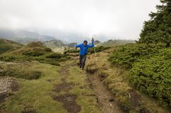 Trekking i berg Arkivfoton