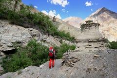 Trekking im Markha-Tal in Karakorum-Bergen nahe Leh-Stadt stockbilder