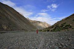 Trekking im Markha-Tal in Karakorum-Bergen nahe Leh-Stadt stockbild
