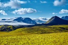 Trekking in Island lizenzfreie stockfotos