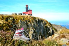 Trekking känga med oskarp bakgrund Royaltyfria Bilder