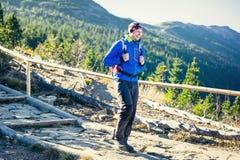Trekking in montagne Immagine Stock
