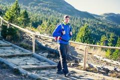 Trekking in montagne Fotografie Stock