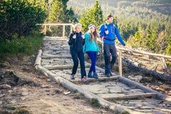 Trekking nas montanhas Imagens de Stock Royalty Free