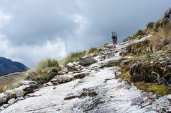 Trekking nas montanhas, Peru, Ámérica do Sul imagem de stock