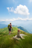 Trekking nelle alpi Fotografia Stock Libera da Diritti