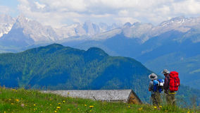Trekking nelle alpi Fotografia Stock