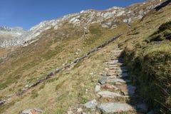 Trekking nelle alpi italiane; autunno del ` s senza la gente intorno Fotografie Stock