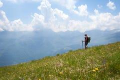 Trekking nos alpes Imagens de Stock