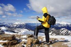 Trekking nos alpes fotos de stock