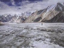 Trekking in Pakistan stockfotos