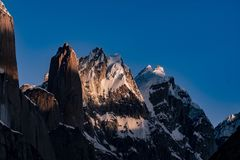 Trekking Pakistans Karakoram K2 Sonnenuntergang Mt Trango stockbild