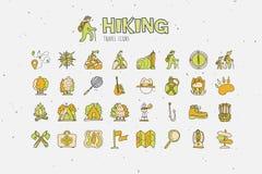 Trekking resande symbolssamling som fotvandrar symboler för handattraktiontecknad film Caravaning klotterillustration för campa o vektor illustrationer